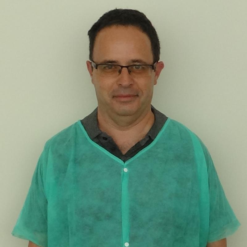 """ד""""ר הירש רוברט - רופא מומחה למחלות חניכיים"""