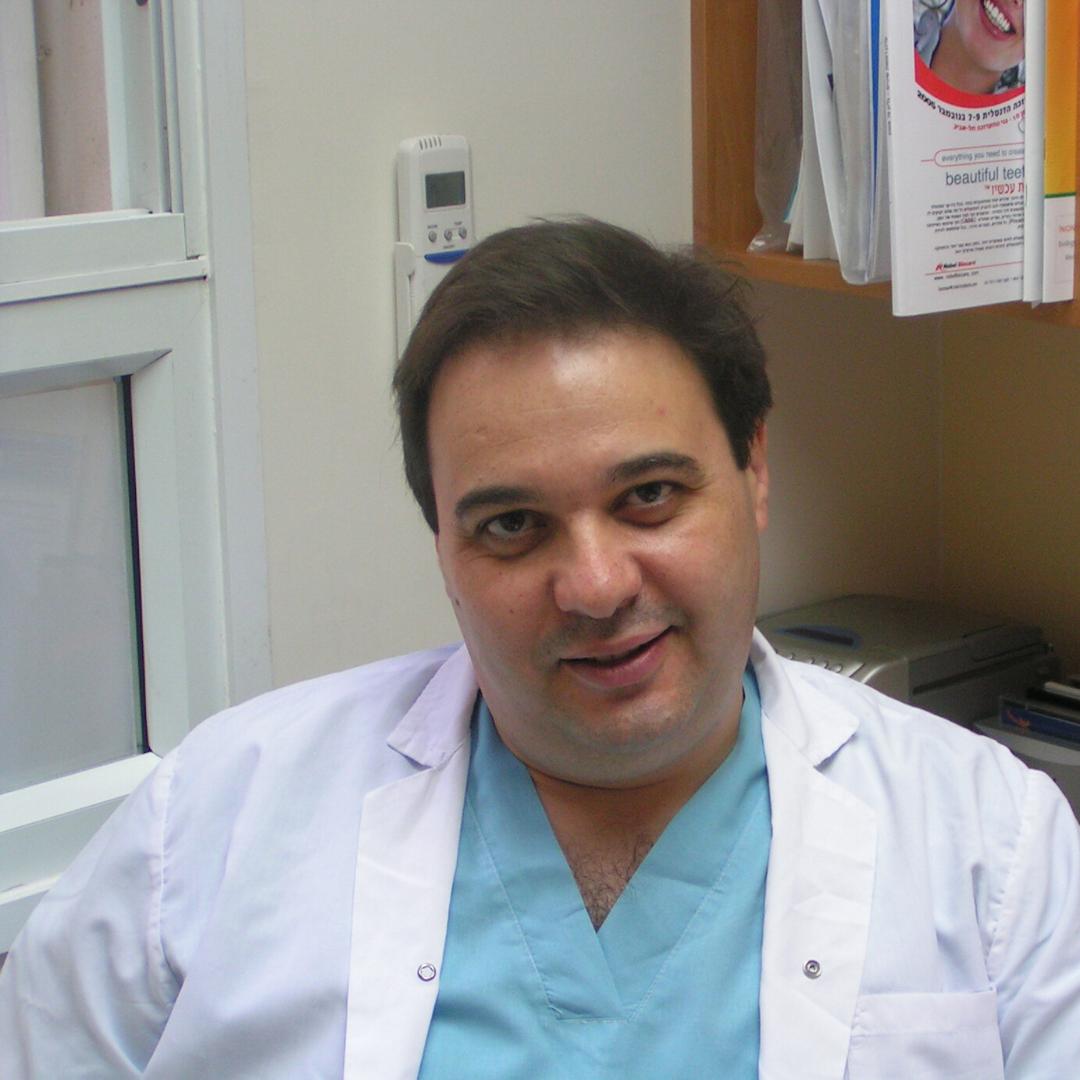 מומחה למחלות חניכיים ושתלים